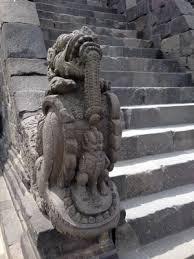 Makara a Borobudur szentélynél
