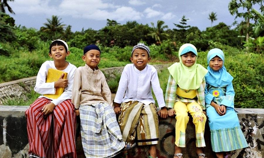 Indonéz muszlim gyerekek