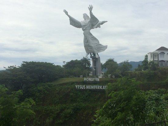 Jézus áldás szobor Manadoban
