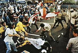 Tüntetők Jakartában, 1998