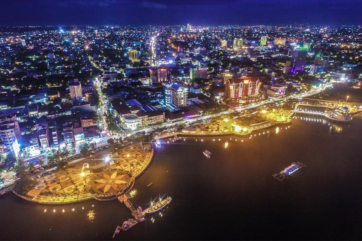 Makassar esti látványa, a 2 milliós település Celebesz legnagyobb városa