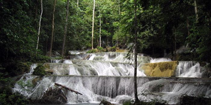 Moramo-vízesés egyedülálló látvány nyújt.