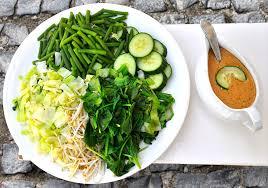 Pecel klasszikus indonéz saláta