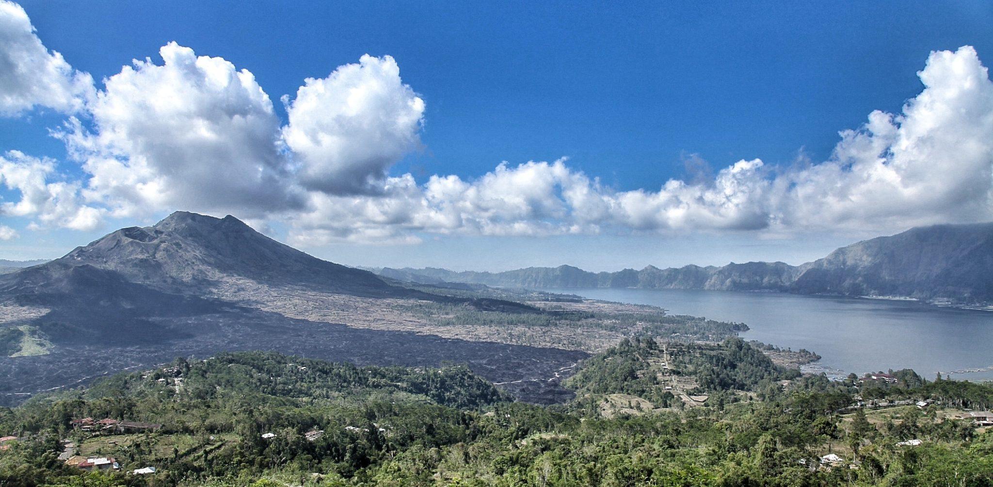 Kintamani felől csodálatos kilátás tárul elénk a Batur-hegyre és tóra.