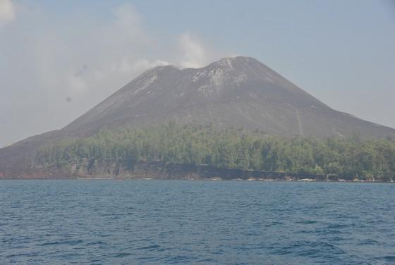 Krakatau napjainkban is aktív tűzhányó